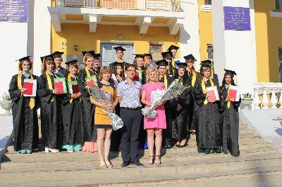 Торжественная церемония вручения дипломов студентам выпускникам дневного и заочного отделений высшего профессионального образования