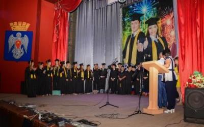 Торжественная церемония вручения дипломов студентам выпускникам