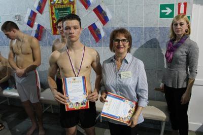 Студенты СФ приняли участие в городских соревнованиях по плаванию